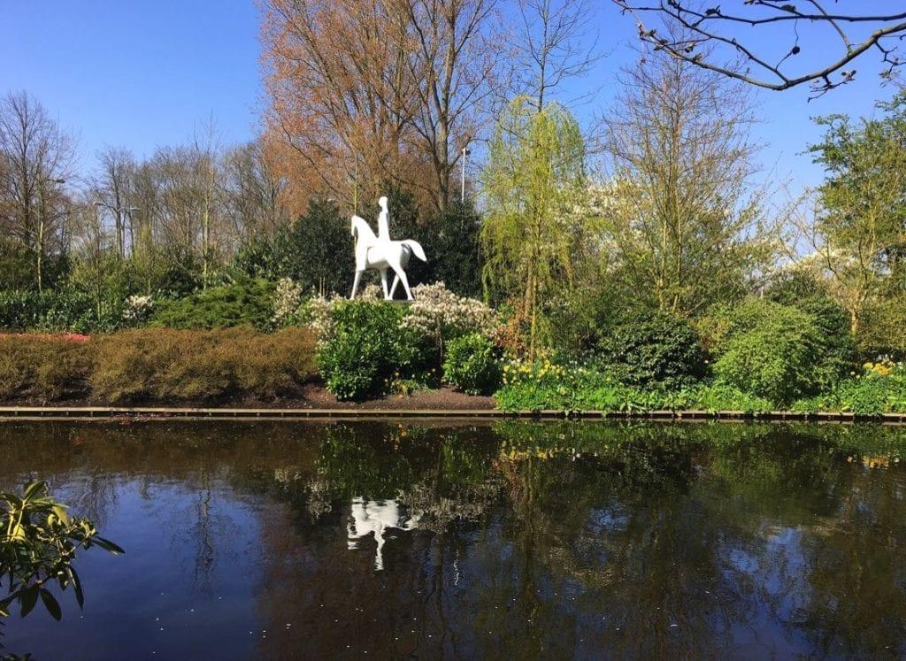 Whitehorse sculpture, Keukenhoff