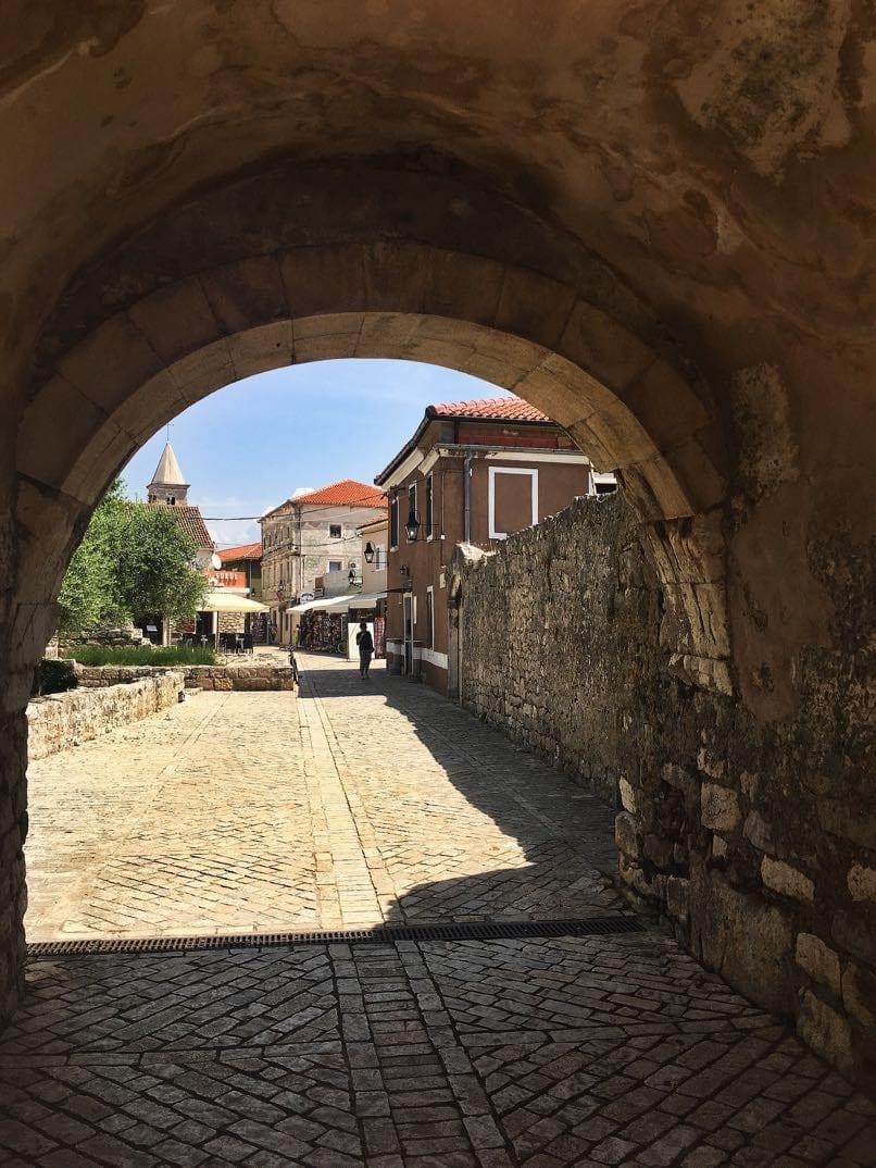 Nin entrance