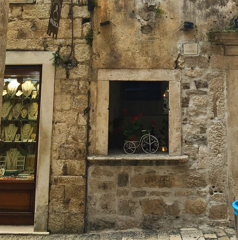 Restaurant window, Trogir