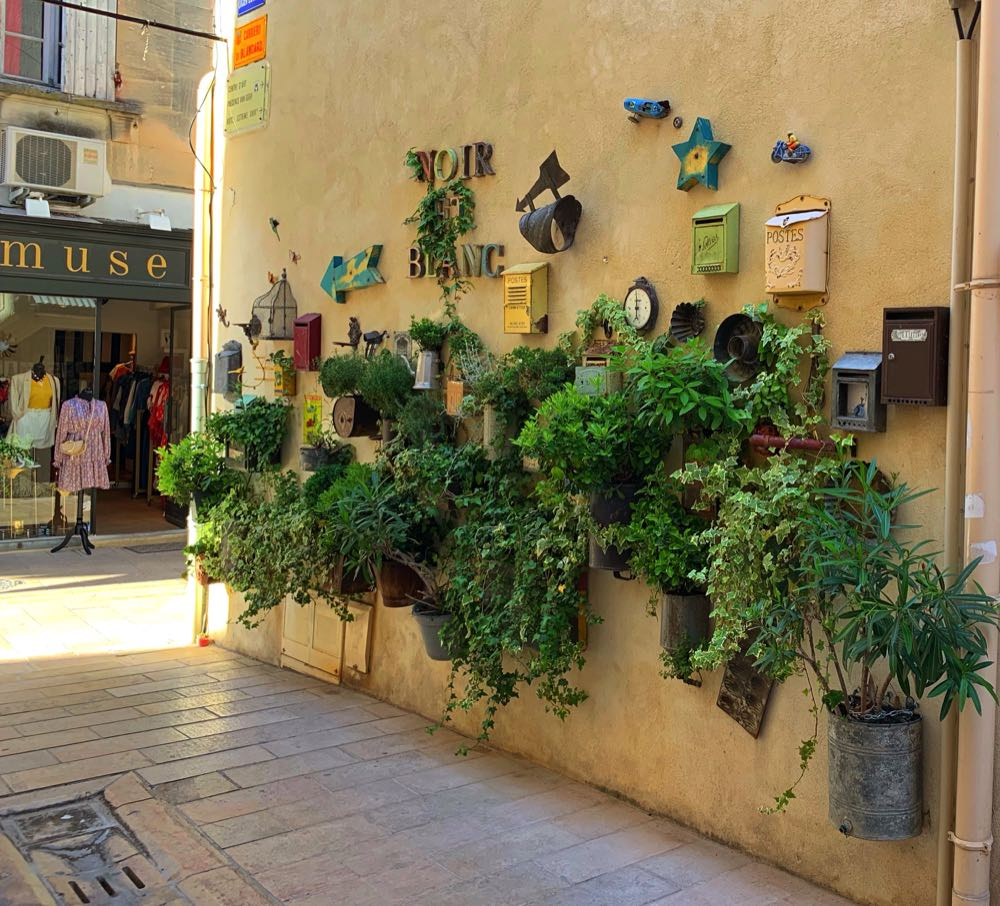 Street in Saint-Remy-de-Provence